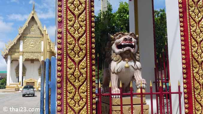 Eingangstor Wat Burapharam
