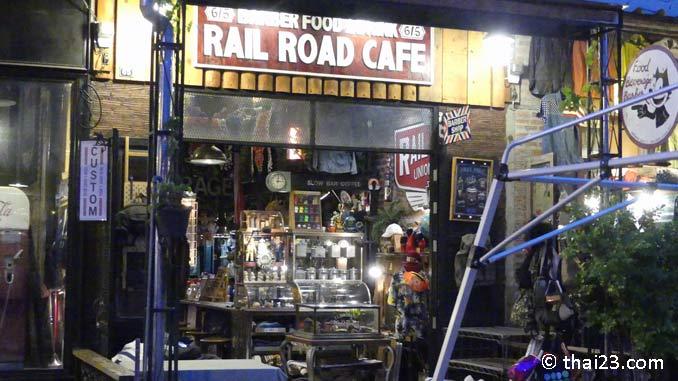 Cafe auf dem Srinakarin Nachtmarkt